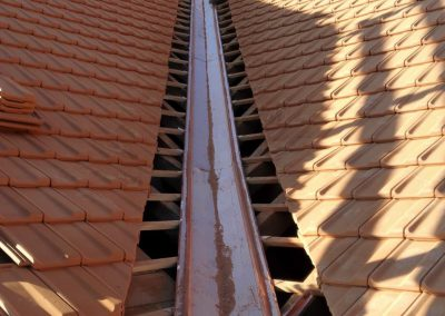 Raccord de toiture sur noue